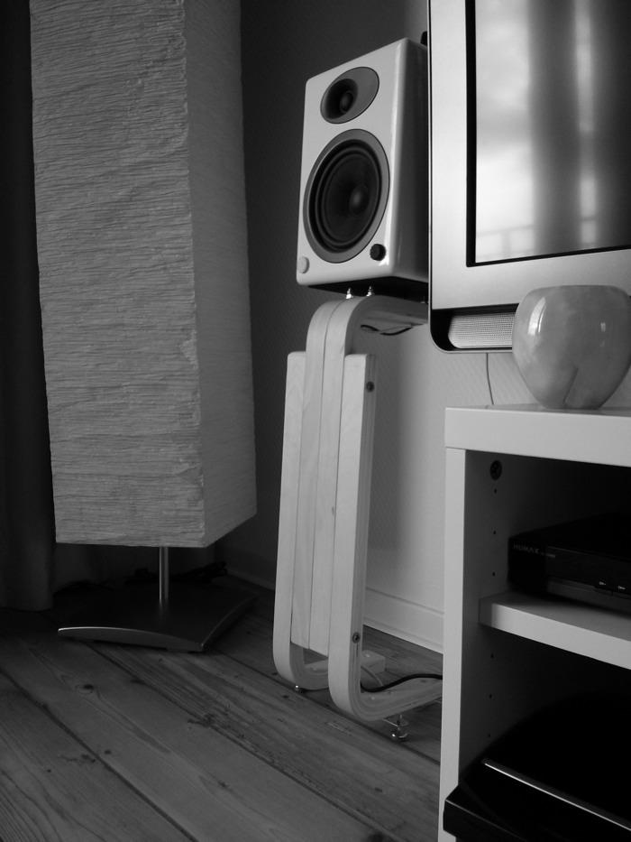 Frosta Speaker Stands For Bookshelf Speakers Livemodern