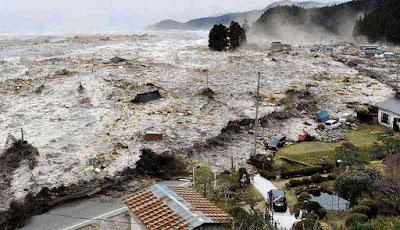 Bencana alam Tsunami di Indonesia - berbagaireviews.com