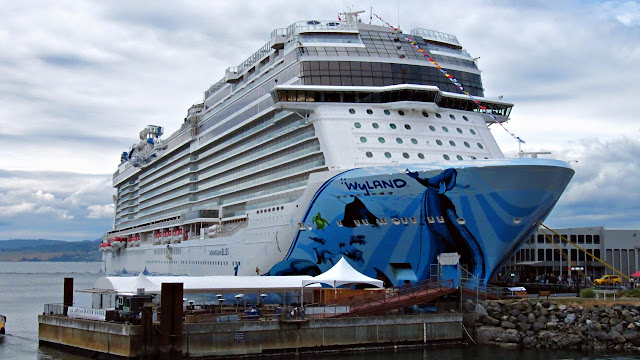Norwegian Bliss takes over Victoria's breakwater...