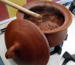 Kaip ruošti maistą moliniuose induose