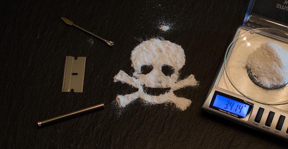 Makalah Tentang Narkoba, Narkotika, Psikotropika dan Bahan Adiktif