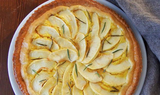 Torta mele e rosmarino con crema frangipane