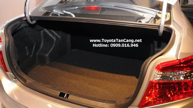Cốp xe Vios rộng ngang ngửa với những chiếc sedan hạng C