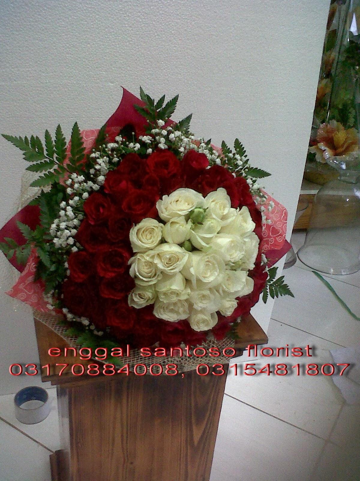 bunga tangan dan hand bouquet mawar merah & putih