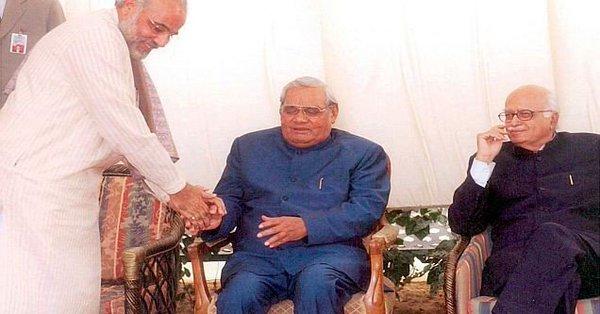 नरेंद्र मोदी के ब्लॉग से- 'मेरे अटलजी मेरे अंदर गूंज रहे हैं, कैसे मान लूं कि वे अब नहीं रहे'