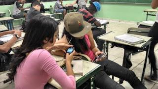 Uso de celular em sala de aula