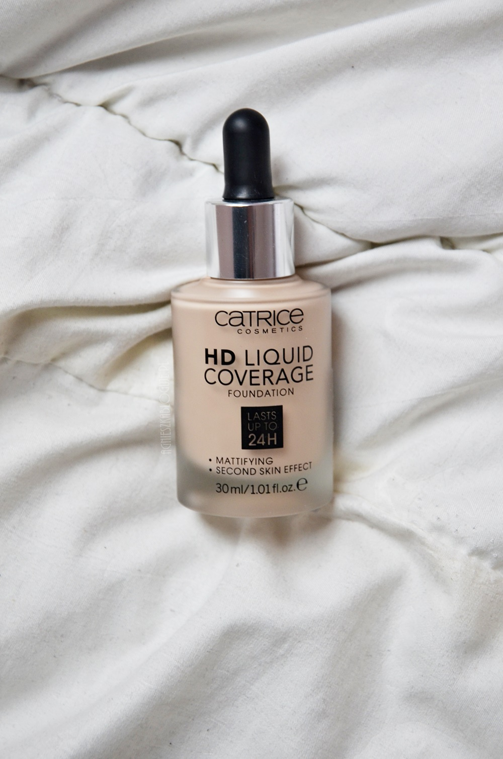 catrice_hd_liquid_foundation_010_light_beige_opinia