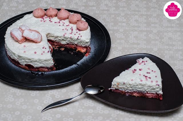 Entremet noix de coco avec insert à la fraise sur base de biscuits roses de Reims