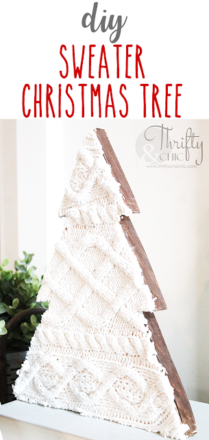 DIY wood and sweater Christmas tree decor. DIY farmhouse Christmas decor and decorating ideas. Easy Christmas crafts