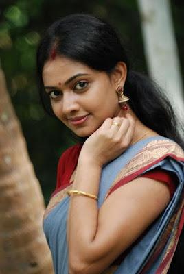 Malayalam actress  Divya Viswanath in saree