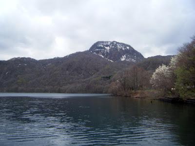5月初めの十和田湖畔