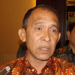 Gubernur Maluku Said Assagaff mengarahkan para peserta Rapat Kerja Daerah (Rakerda) pemerintah provinsi (Pemprov) setempat yang diselenggarakan di pulau Manipa, kabupaten Seram Bagian Barat (SBB) pada 15-16 Maret 2017 agar tidur di rumah rakyat.