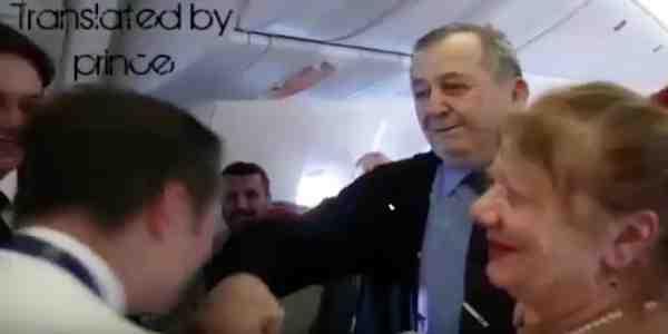 طيار يفاجئ معلمه في الطائرة