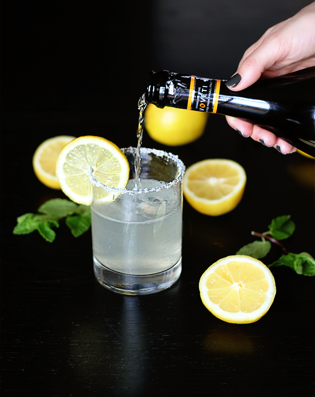 Fresh Lemonade Mimosas