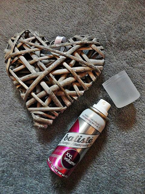 mycie włosów suchy szampon batiste dry shampoo xxl objętość odświeżenie