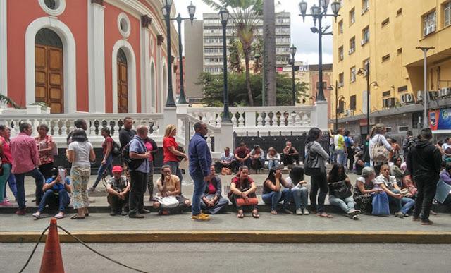 Más de mil personas de todo el país se reunieron en Caracas para exigir sus pasaportes