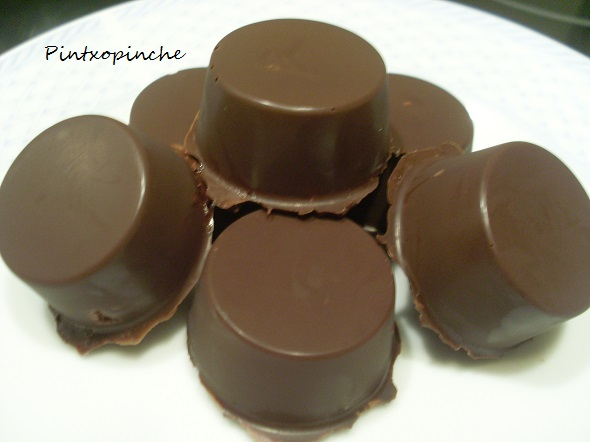 chocolate, bombon, manzana, ron, fruta