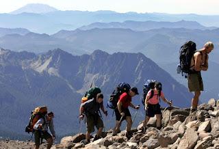 Bahaya saat mendaki gunung