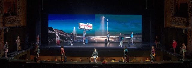 Marcelo Lombardero pone en escena Ascenso y caída de la ciudad de Mahagonny, la ópera de Kurt Weill