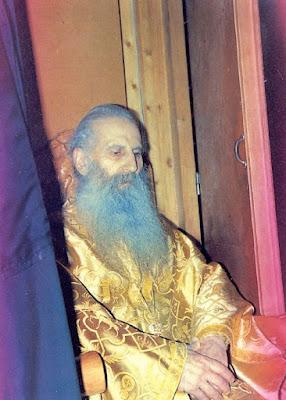 Ο Άγιος Ιάκωβος καθήμενος στο Ιερό καταβεβλημένος
