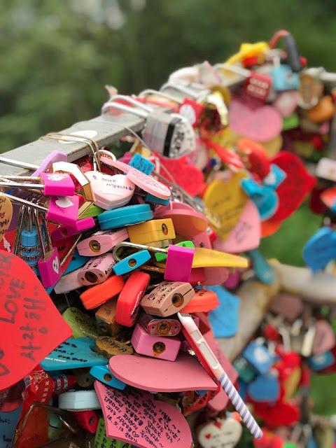 Love-Lock-Nona-Hitam-Pahit