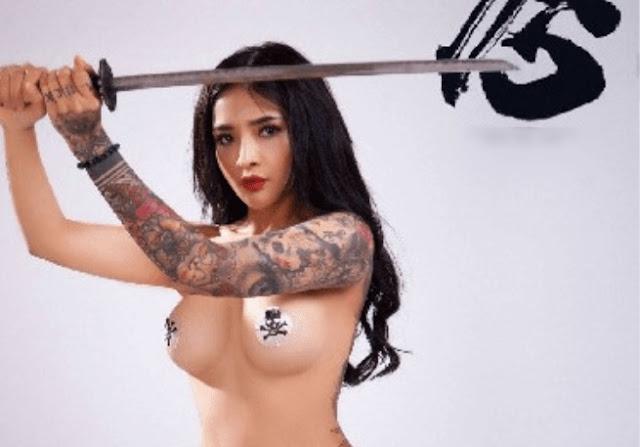 Model NiNi tu Khỏa thân với kiếm Nhật