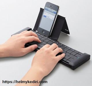 Orang yang sukses menulis hanya dari ponsel