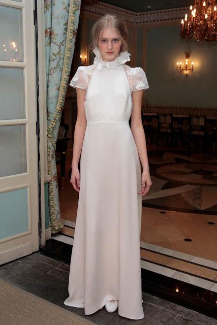 Vestido de novia con cuello cisne de Delphine Manivet 2017 - Foto: www.vogue.es