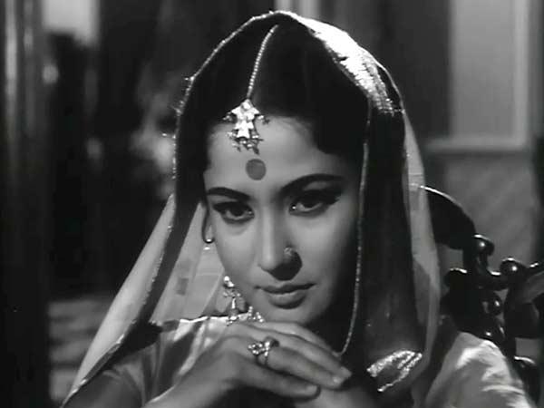 पूछते हो तो सुनो, कैसे बसर होती है Urdu Gazal By मीना कुमारी