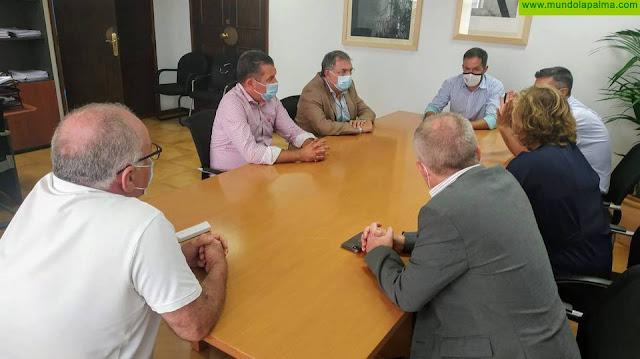 Cabildo y Ayuntamiento de Santa Cruz de La Palma se reúnen con la Autoridad Portuaria