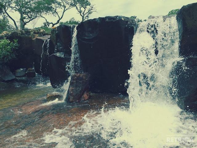 Belas cachoeiras e piscinas naturais no Balneário da Praia das Lajes em Cristalina Goiás
