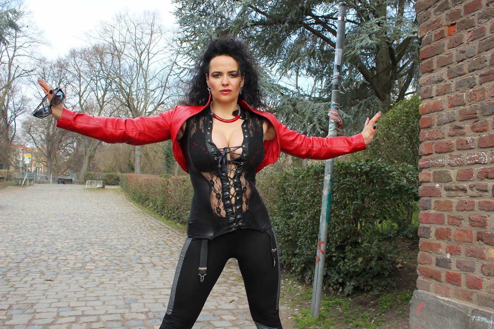 Outdoor - Domina Lady Alina