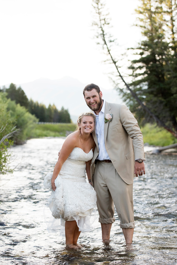 Montana Wedding / Bride + Groom / Jessie Moore Photography / River