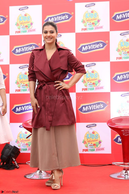 Kajol Looks super cute at the Launch of a New product McVites on 1st April 2017 01.JPG