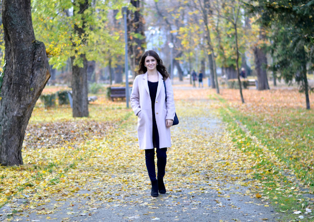 dusty-pink-coat-autumn-outfit