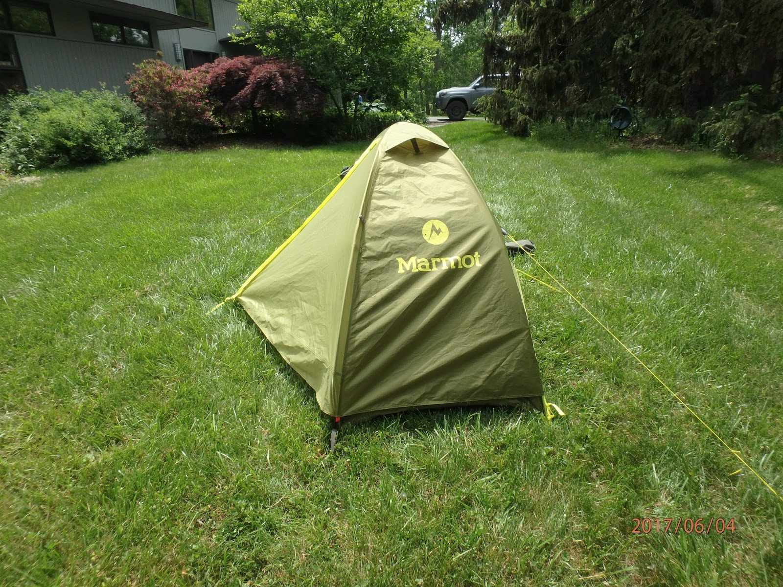 The tent opens on the right and the vestibule is the part extending as a beak. : marmot 1p tent - afamca.org