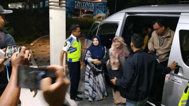 Tiba di Lombok, Neno Warisman Dikawal Ketat Relawan Prabowo-Sandi
