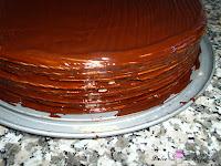 Tarta pintada con cobertura por los laterales