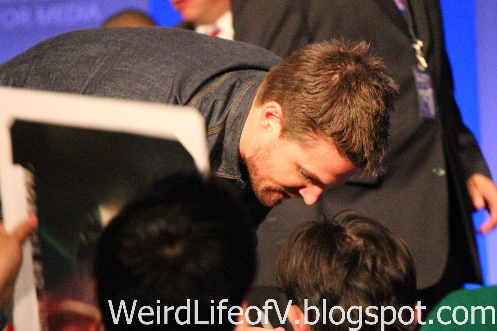 Stephen Amell signing autographs