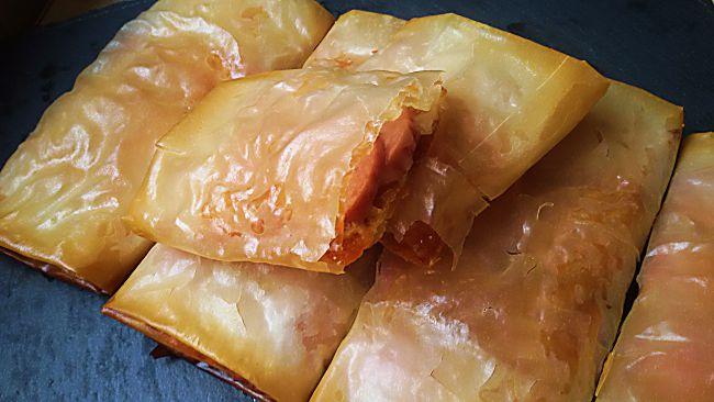 Rollitos de queso y salchicha con pasta filo