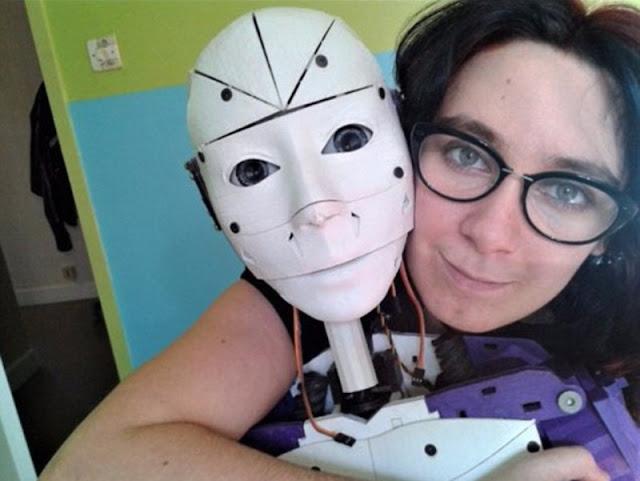 Dianggap Cakep Hingga Cinta, Wanita Perancis Ini Bertekad Nikahi Robot