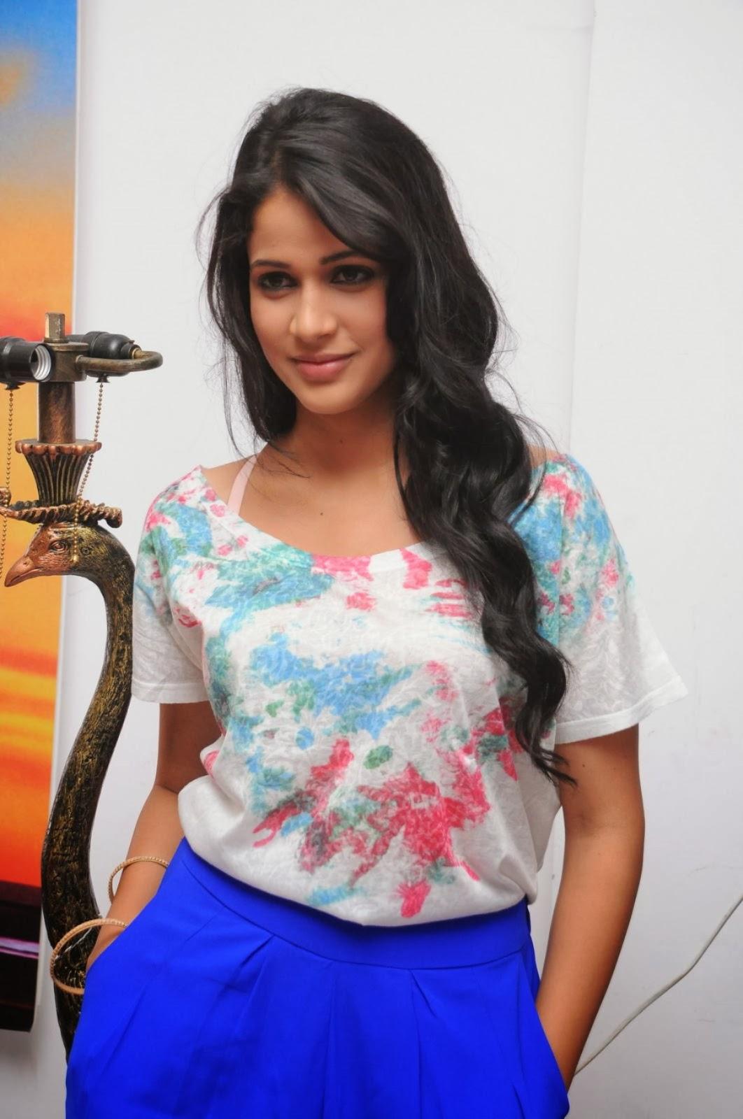 Lavanya tripathi photos at doosukeltha movie interview