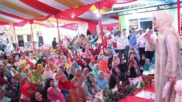 Nur Asia Uno Bicara Harga Pasar ke Emak-emak di Tangerang