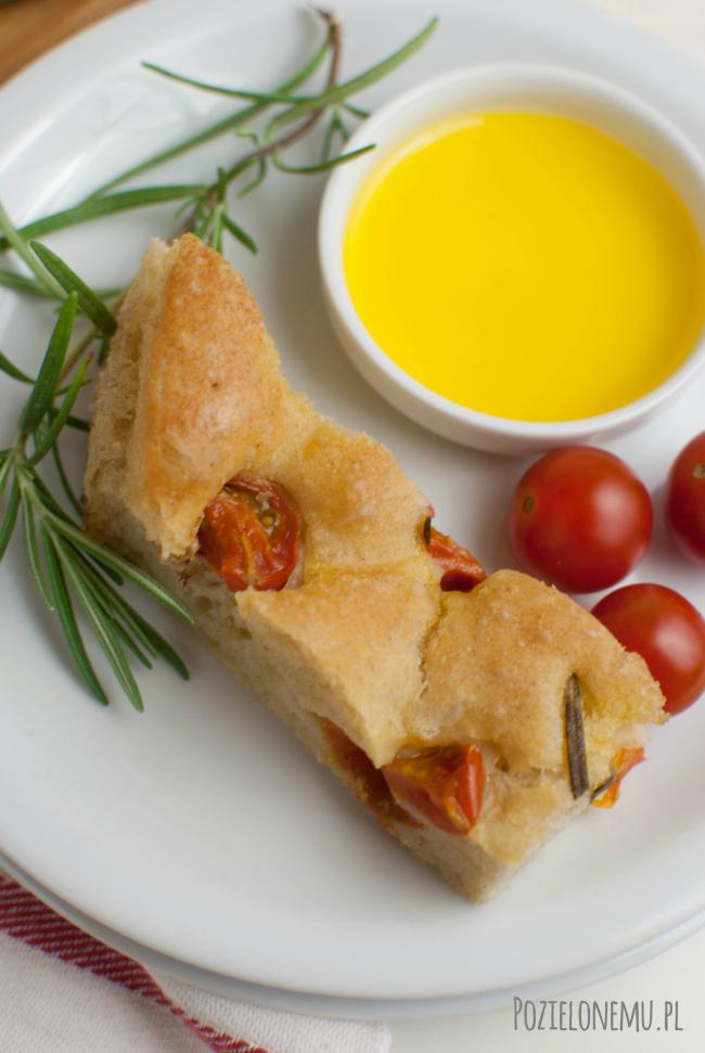 Focaccia, czyli włoski placek z pomidorkami i rozmarynem