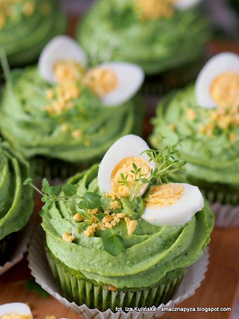 zielone babeczki, babeczki na majonezie, babeczki szpinakowe, szpinak, groszek zielony, wielkanoc, sniadanie wielkanocne, wielkanocny stol, wytrawne muffinki, zielono mi, wiosenne sniadanie, majonez ketrzynski