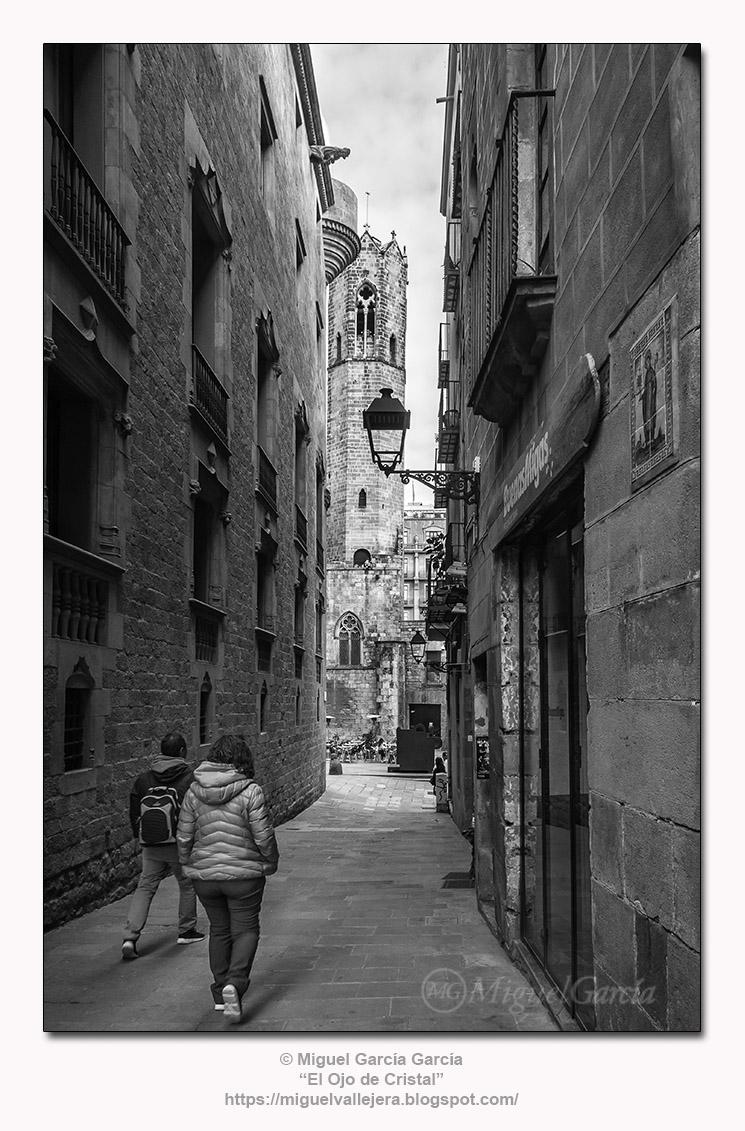 Baixada de Santa Clara, esquina Carrer dels Comtes, Barcelona.