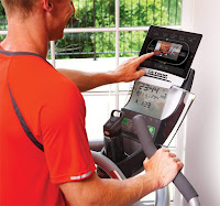 Octane Fitness ZR7's console with SmartLink compatibility, image, 4 built-in programs, Quick Start, Cool Down, Bluetooth 4.0, head-up display
