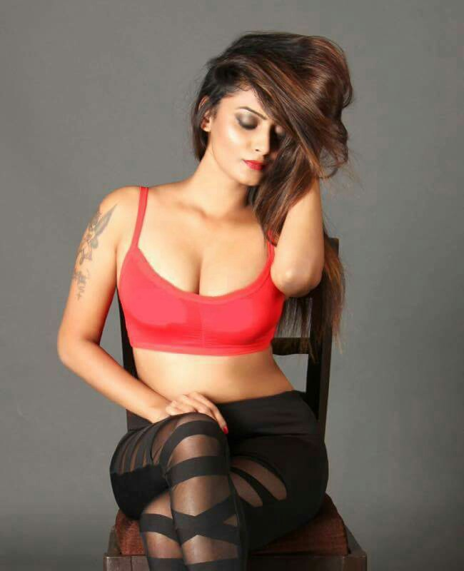Indian Model Twinkle Kapoor Hot Instagram Photos