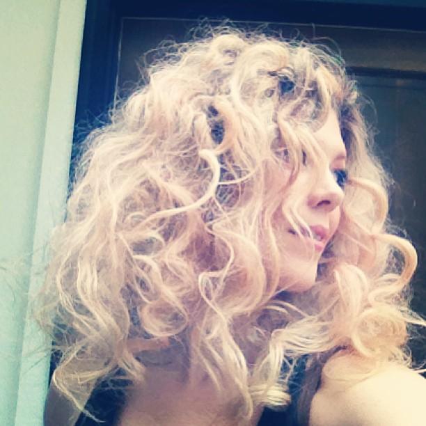 Big hair, no heat curls