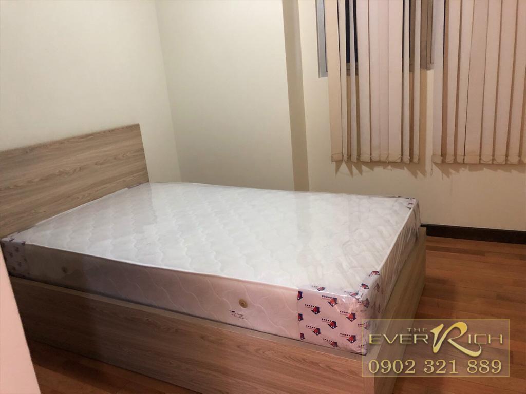 The Everrich đường 3 thangs 2 cho thuê căn hộ 2PN tầng 9 - giường phòng ngủ